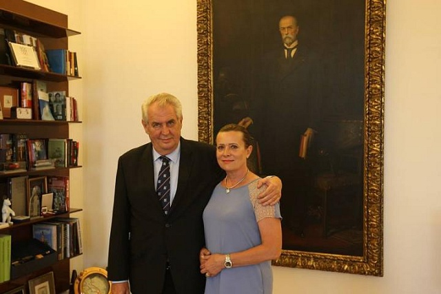 Prezident Miloš Zeman se šéfkou ERÚ Alenou Vitáskovou.