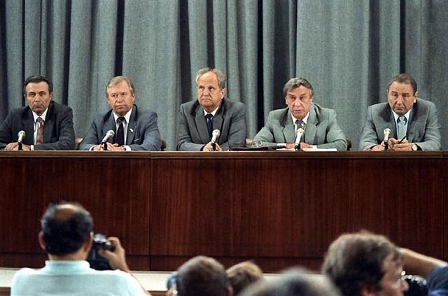 Tisková konference pučistů ráno 19.srpna 1991.Druhý zprava: viceprezident Genadij Janajev