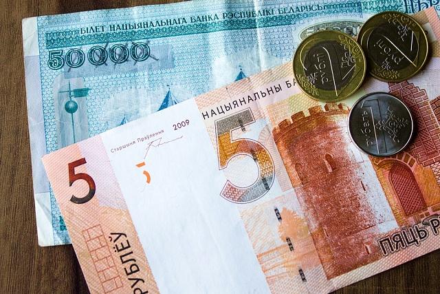 Letos k1. červenci škrtli Bělorusové na svých rublech čtyři nuly. Nové bankovnky nápadně připomínají eura.