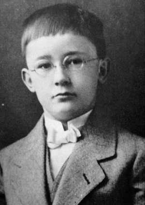Heinrich Himmler ve věku sedmi let.