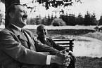Hitler se stal po matčině smrti smutným člověkem.