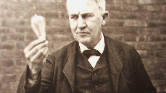 Thomas Alva Edison a jeho žárovka