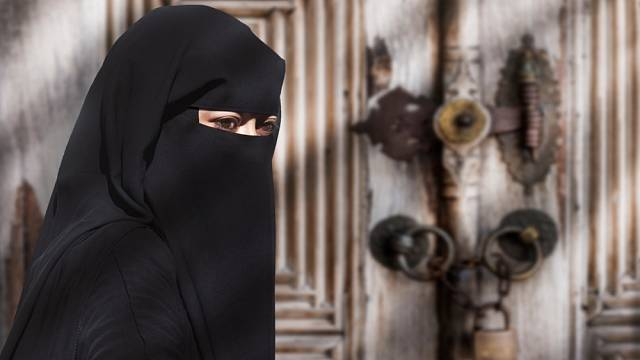Žena v burce - ilustrační foto