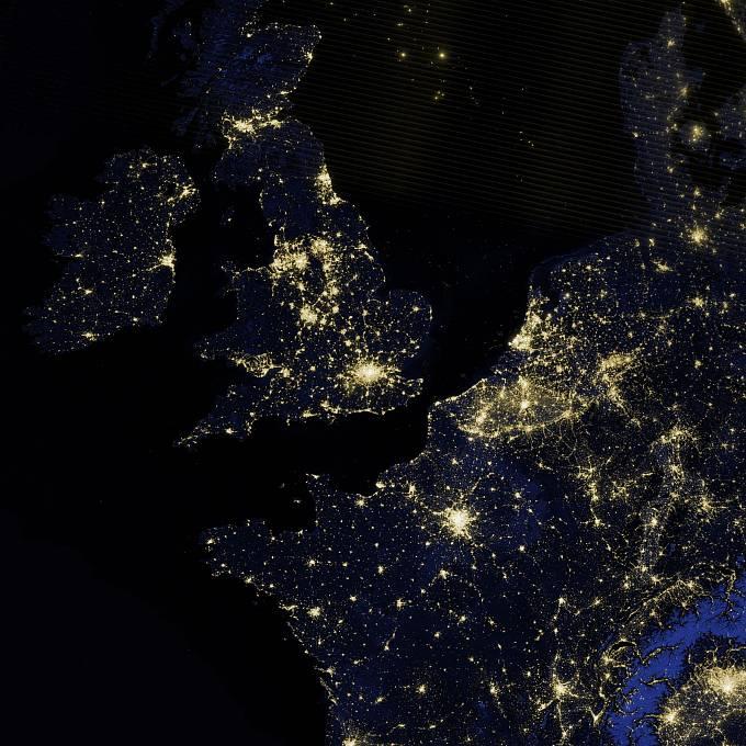 NASA také dlouhodobě mapuje povrch Země a jeho proměny. Takhle zářila západní Evropa před čtyřmi roky.