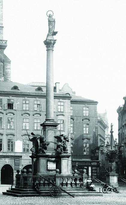 Mariánský sloup na Staroměstském náměstí na fotografii Jindřicha Eckerta