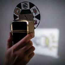 Divadelně-filmový experiment Laterna Magika se svým názvem inspiruje u vůbec nejstaršího projekčního systému - ten se začal používat už v 17. století a sestává se skříňky se světelným zdrojem a optické soustavy, mezi níž se vkládaly destičky s obrázky