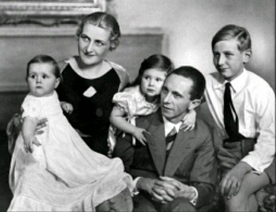 Manželé Goebbelsovi s dětmi