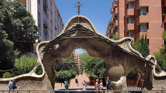 Brána Finca Miralles v Barceloně z roku 1901.