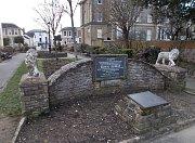 Památník obětí z H.M.S. Royal George na ostrově Whight.
