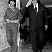Egyptský prezident Gamal Abdal Nasser (vpravo) s Muammarem Kaddáfím, 1969