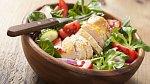 Dušené kuře se zeleninovým salátem