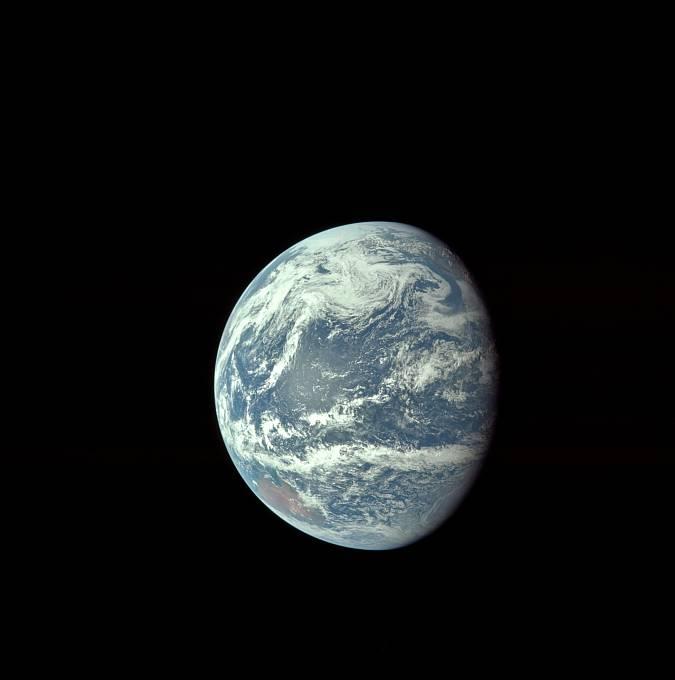 Pohled na Zemi z oběžné dráhy chvíli po startu.