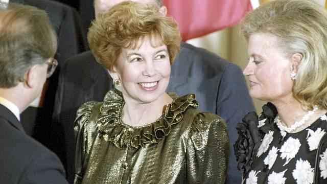 Raisa Gorbačovová s manželkou německého kancléře Helmuta Kohla