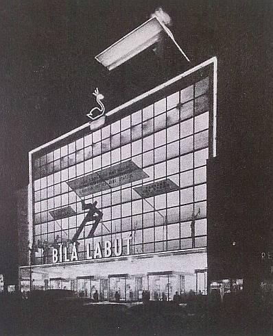 Bílá labuť v Praze z roku 1939