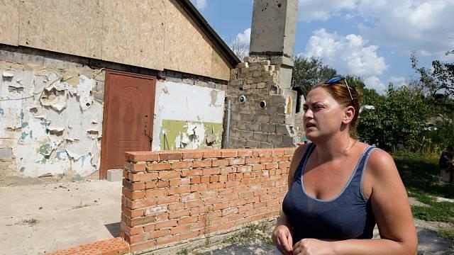 Čtyřiatřicetiletá Nataša přišla při bombardování východoukrajinské vesnice Lastoshkino o dům.
