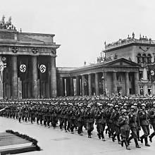 Berlín, slavnostní pochod na oslavu vítězné bitvy o Francii