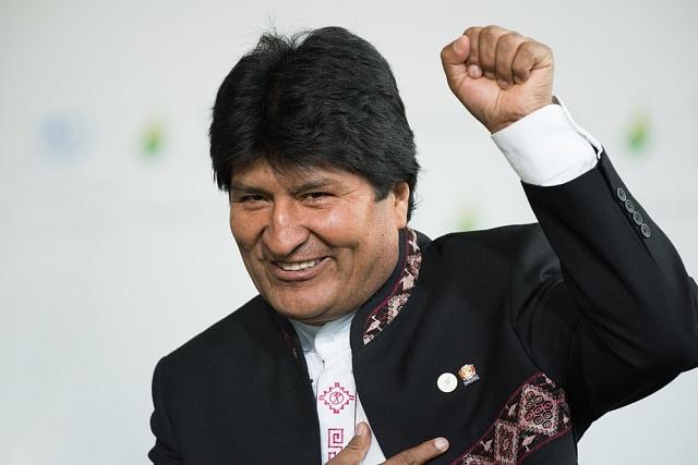 První domorodý prezident Bolívie Evo Morales je vůdcem bolivijské socialistické strany Movimiento al Socialismo (MAS) a hnutí za práva pěstitelů koky.