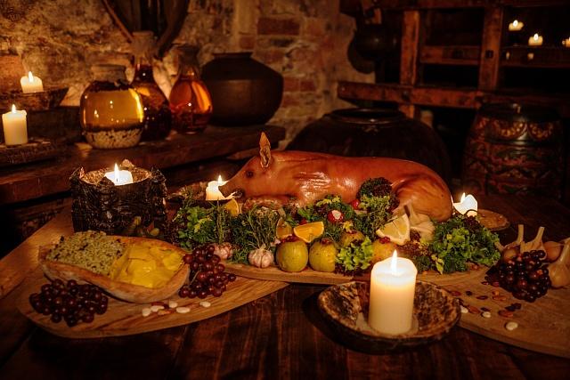 Na stole Karla IV. nechybělo maso, pečivo, víno a zelenina, která nevyrostla vzemi.