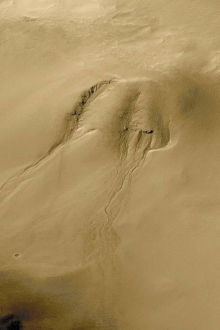 V roce 2000 pak přišel další doklad o existenci tekuté kapaliny na Marsu.