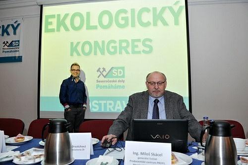 Agentura Profil se podílela ina Ekologickém kongresu vTřinci vroce 2011.Zleva Miloš Skácel ml. a Ing. Miloš Skácel, manžel Jany Mrencové a oficiální šéf agentury.