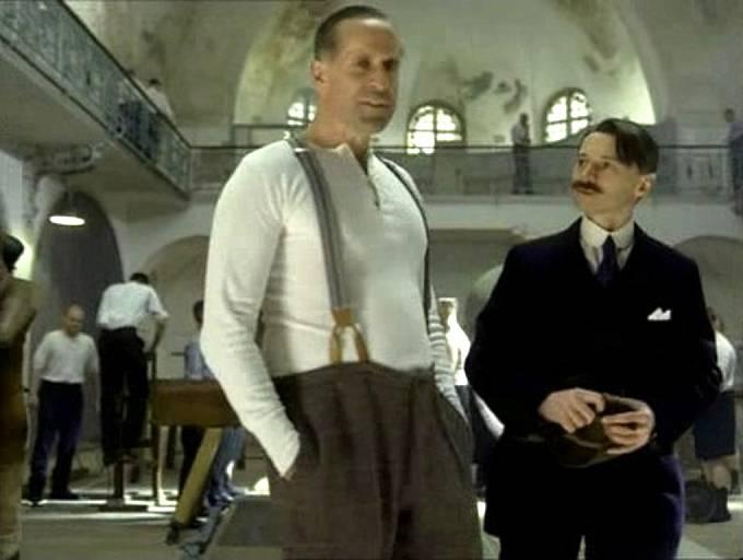 V kanadském televizním seriálu Hitler: vzestup zla ztvárnil Ernsta Röhma Peter Stormare a Adolfa Hitlera Robert Carlyle.