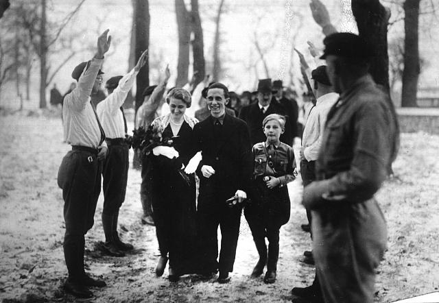 Vychvovávána židovským otcem, stala se zMagdy vášnivá nacistka.