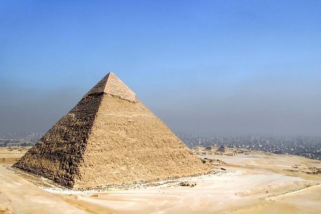 Pyramidy během tisíciletí ztratily původní lesk.