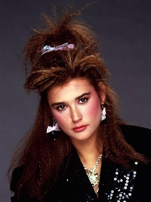 80. léta fandila i sponkám a mašlím. Poznali byste na snímku mladou Demi Moore?
