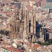 Stavbě chrámu Sagrada Familia v Barceloně se Gaudí plně věnoval od roku 1914 až do své smrti v roce 1926. Hotova však má být až v roce 2026.