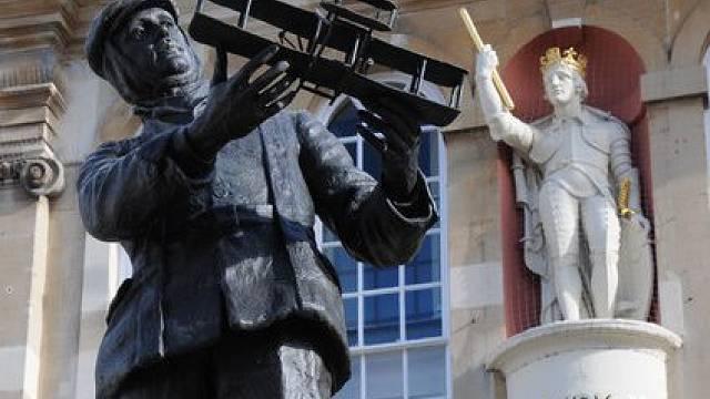 socha Charlese Rollse v Monmouthu