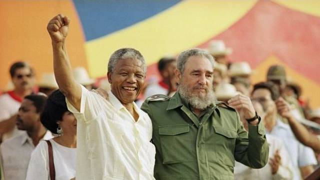 Mandela a Castro. Pro mnoho Afričanů zůstává Fidel Castro nesmrtelným hrdinou.