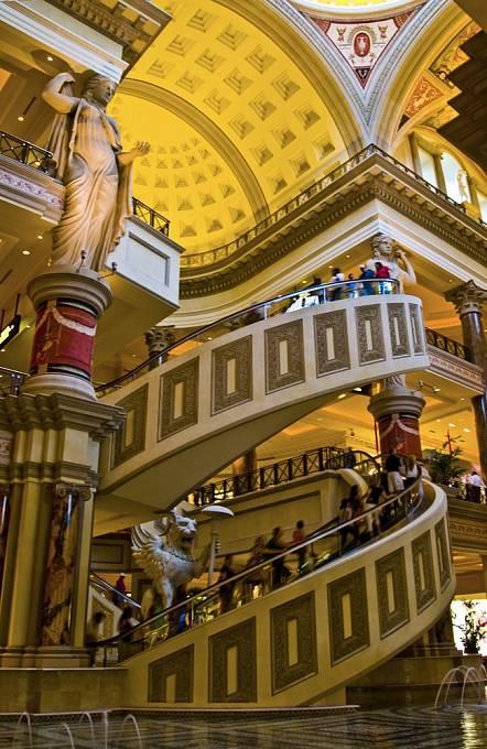 Kruhový eskalátor v Caesar's Palace