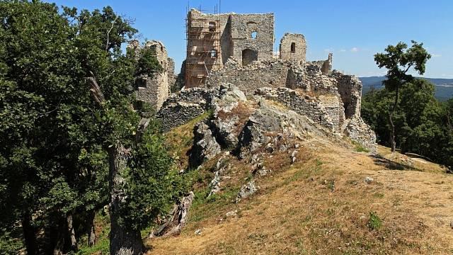 Hrad Hrušov ve slovenské Tribeči