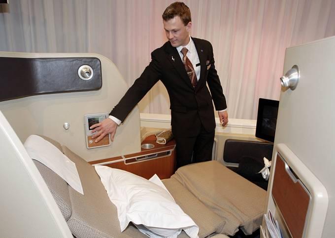 Australské aerolinky Qantas nabízejí cestujícím zdarma i oční krém či pyžamo.