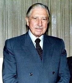 Chilský diktátor Augusto Pinochet (1915–2006) zavedl vroce 1973vzemi diktaturu, jíž do roku 1990padly za obět na 3tisíce lidí.