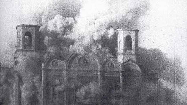 Pravoslavná katedrála Krista Spasitele v Moskvě byla zničena 5. prosince 1931 dvěma výbuchy. První přestála bez úhony, teprve po druhém, který prý otřásl celou Moskvou, šla stavba k zemi. Odklízení trosek trvalo půl druhého roku