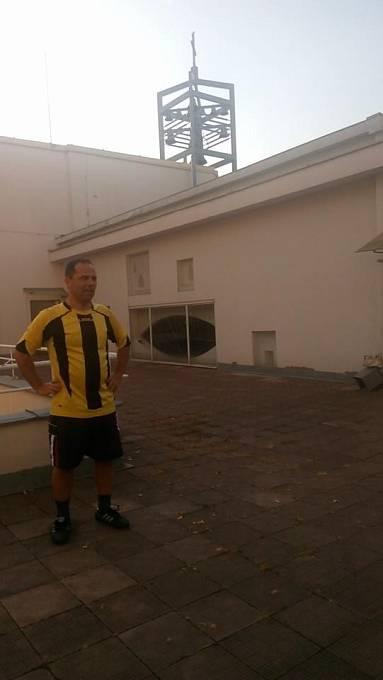 Farář Martin Hobza. Kromě vymýšlení vtipných sloganů s náboženským obsahem rád hraje fotbal