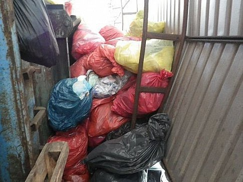 Snímek publikovaný Českou inspekcí životního prostředí vsouvislosti skauzou nespáleného zdravotnického odpadu