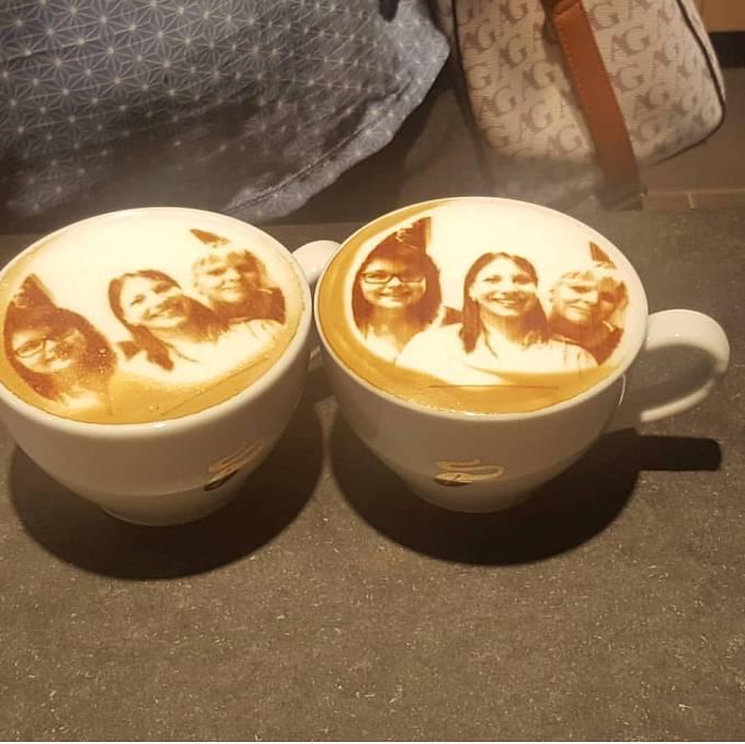 Na kávové pěně nemusí být jen jeden obličej