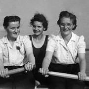 Dozorkyně koncentračního tábora Ravensbrück se mimo službu dobře bavily.