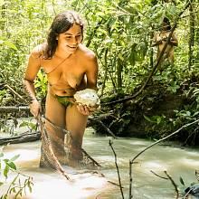Ekvádorský kmen Waorani, který stále žije původním způsobem života, ale ohrožují ho těžařské společnosti
