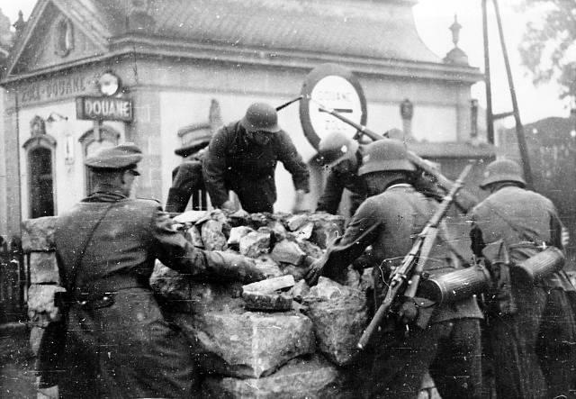 konec května 1940, wehrmacht překračuje hranice Francie