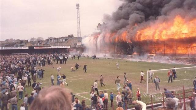 Hořící tribuny fotbalového stadionu v Bradfordu, 11. květen 1985