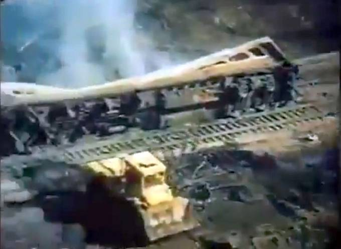 Výbuch zemního plynu zničil dva vlaky a zabil 575 lidí