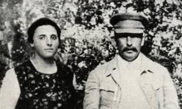 Stalin se ke své ženě choval hrubě a podváděl ji.