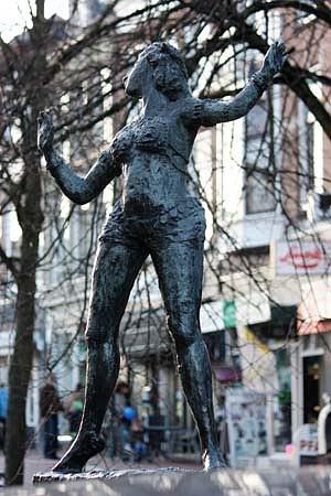 Socha Margarethe MacLeodové alias Mata Hari vrodném Leeuwardenu