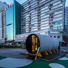 Betonové roury přestavěné na startovací byty představil na konferenci architekt James Low