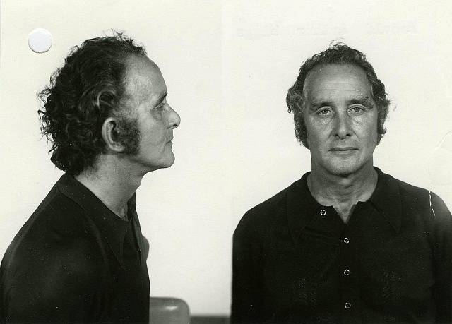 Nejslavnější z pachatelů loupeže Ronnie Biggs na policejních snímcích po zatčení