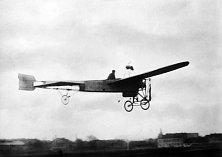 V roce 1910 se Jan Kašpar stal prvním českým aviatikem