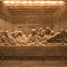 Kamenná napodobenina slavného da Vinciho obrazu.